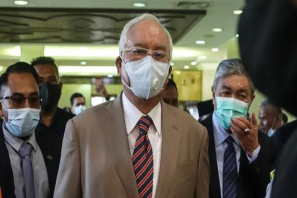 Cuu Thu tuong Malaysia linh 12 nam tu, nop phat 49,4 trieu USD