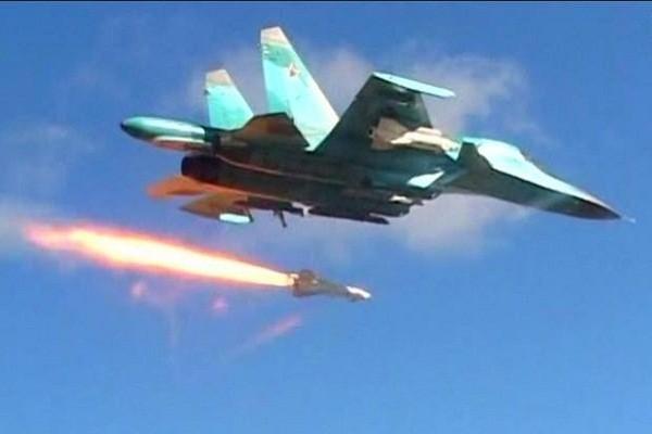 Khong quan Nga-Syria pha nat trung tam chi huy cua khung bo tai Idlib