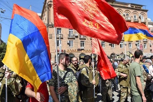 Armenia tuyen bo thiet quan luat sau dung do voi Azerbaijan