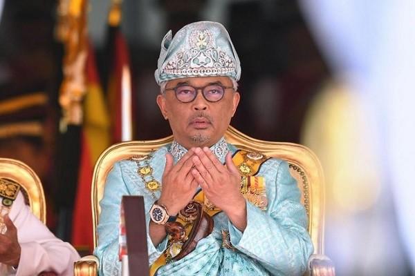 Nha vua Malaysia nhap vien