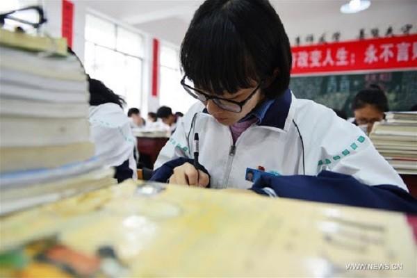 Trung Quoc: Rung dong vu hai nu sinh tu vong trong lop vi bi ban giet