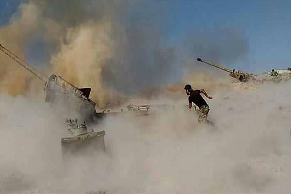 Giao tranh ac liet giua Quan doi Syria va khung bo tai Daraa
