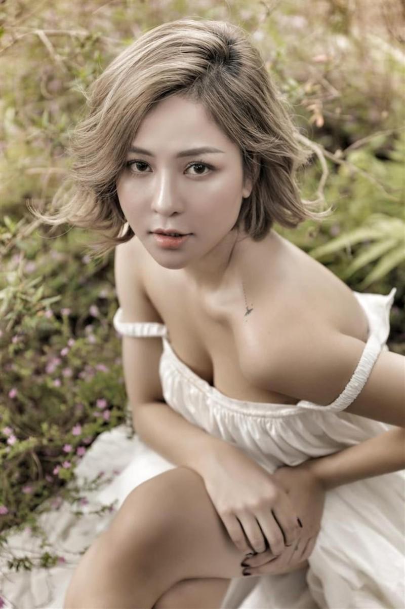 """Hotgirl Tram Anh phat ngon gay tranh cai: """"Tien lam nay sinh tinh cam""""-Hinh-2"""