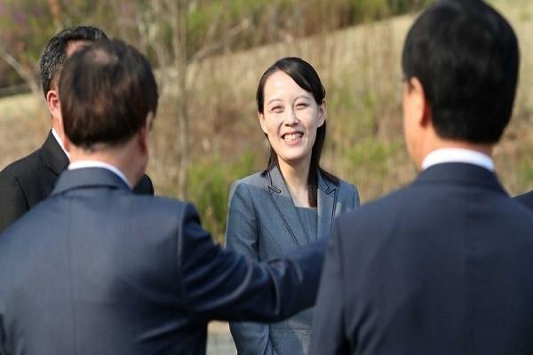 """Em gai ong Kim """"de"""" Ngoai truong Han ve COVID-19 o Trieu Tien"""