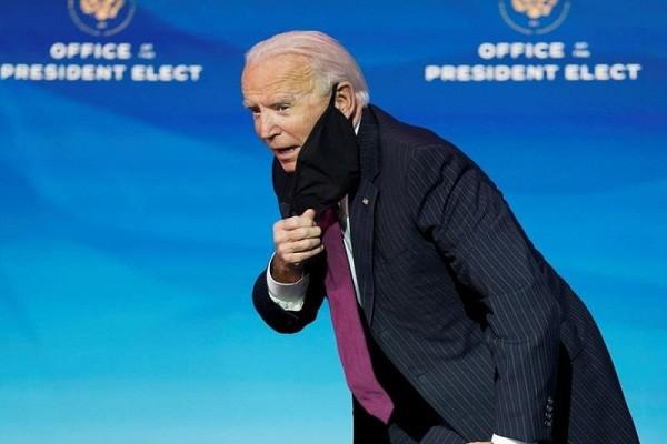 Ong Biden ho sau khi di chung voi phong vien nhiem COVID-19