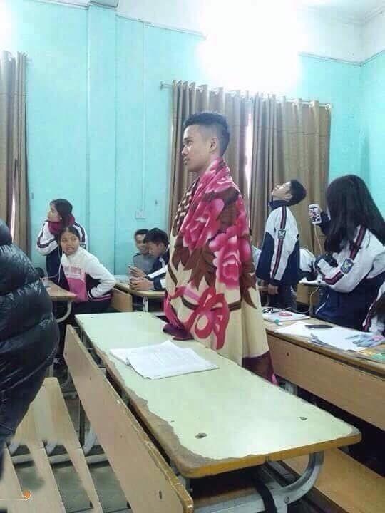 """Khoac chan ra duong chong ret, thanh nien bi cong an """"so gay""""-Hinh-7"""