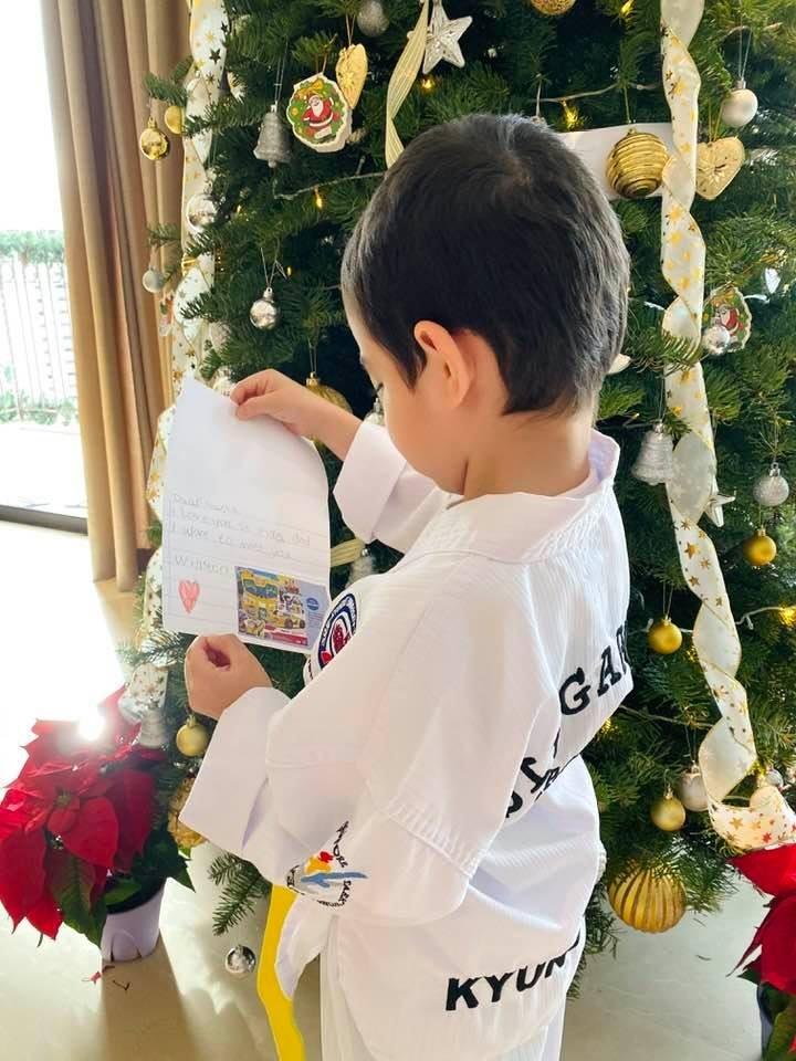 Thu con trai Thu Minh gui ong gia Noel dinh kem hinh qua tang-Hinh-2