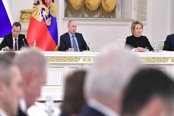 Ong Putin ky luat cuu tong thong thanh thuong nghi si suot doi