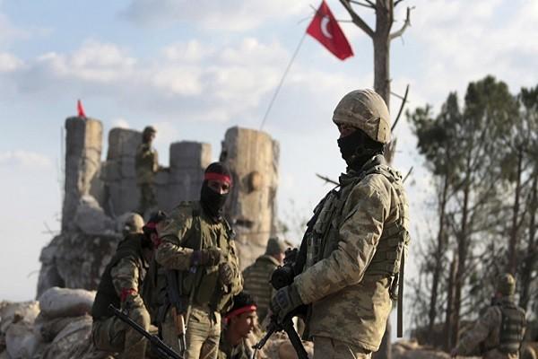 Phien quan than Tho Nhi Ky oanh kich du doi SDF tai Syria