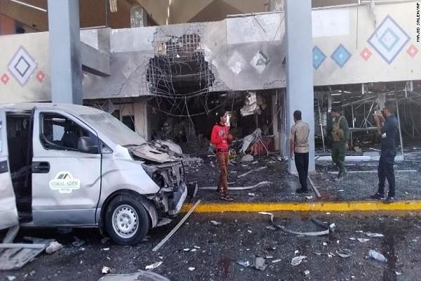 Vu tan cong san bay o Yemen: Hon 80 nguoi thuong vong trong