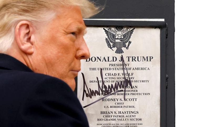 Anh: Tong thong Trump dich than tham buc tuong bien gioi My-Mexico-Hinh-3