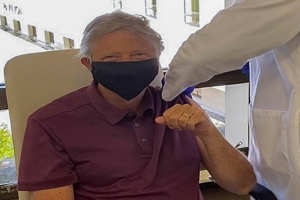 Bill Gates noi gi khi duoc tiem vac xin phong COVID-19?