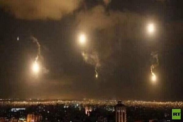 Israel lai khong kich du doi nhieu muc tieu quan su o Syria