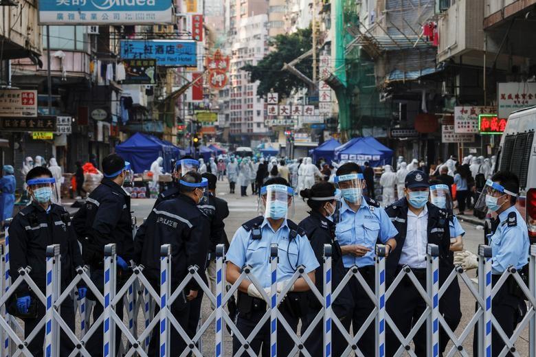 Nhung ngay bi phong toa tai khu co 10.000 dan o Hong Kong-Hinh-13