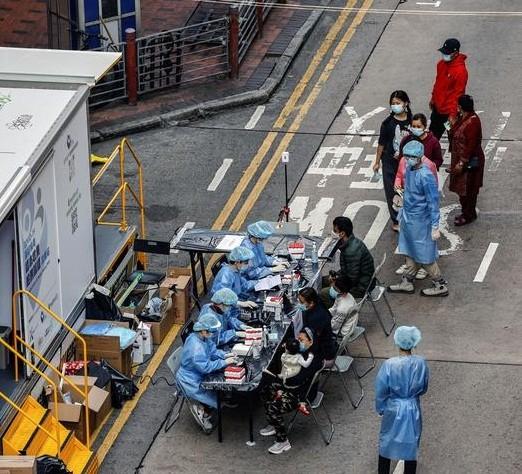 Nhung ngay bi phong toa tai khu co 10.000 dan o Hong Kong-Hinh-5