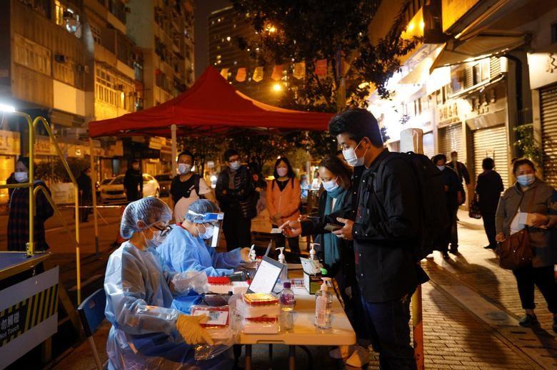 Nhung ngay bi phong toa tai khu co 10.000 dan o Hong Kong-Hinh-7