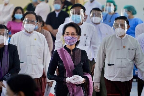 Quan doi Myanmar sa thai 24 bo truong va thu truong