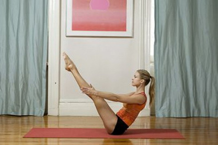 Giam mo bung va dui nhanh chong bang bai tap Yoga don gian-Hinh-2