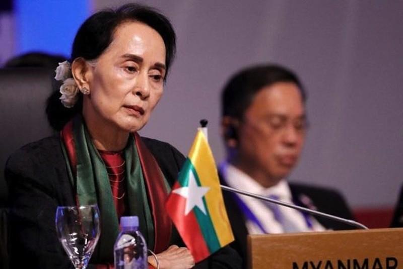 Ba Aung San Suu Kyi doi mat toi danh moi