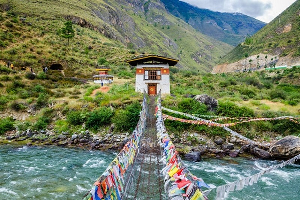 Vi sao Bhutan bat tuong quan doi va tham phan Toa Toi cao?