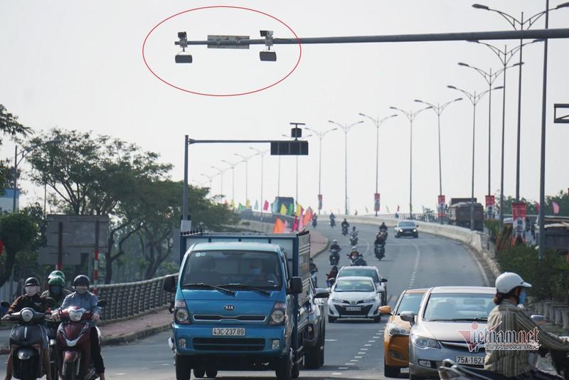 Video: Camera giao thong giup CSGT khong phai dung duong-Hinh-2