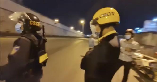 """Vu quay phim """"giam sat CSGT"""", truy"""