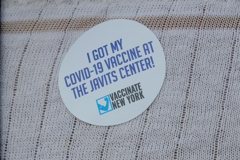 Bat ngo noi tiem chung vac xin ngua COVID-19 o New York-Hinh-5
