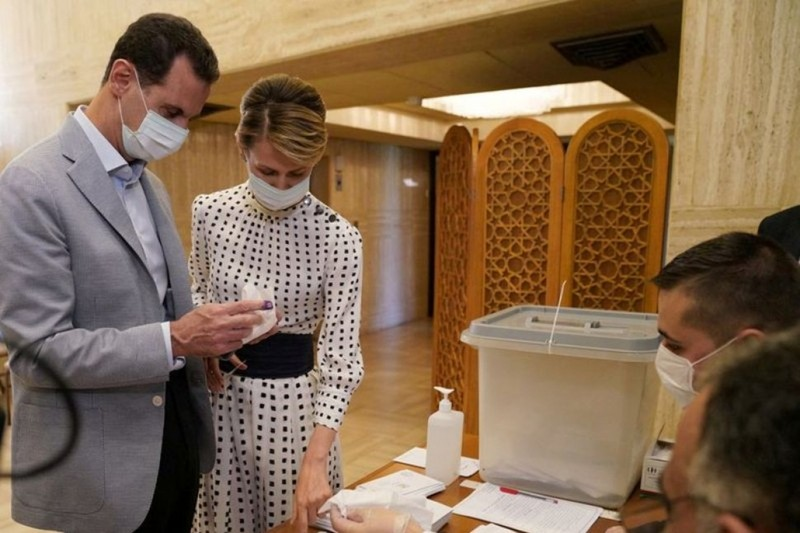 Tong thong Syria Bashar al-Assad va phu nhan mac COVID-19