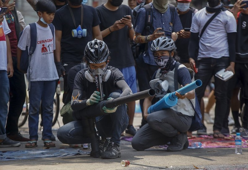 """Anh: Nguoi bieu tinh chong tra luc luong an ninh tai """"diem nong"""" Yangon-Hinh-4"""