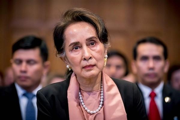 Ba San Suu Kyi bi cao buoc nhan hoi lo hon nua trieu USD