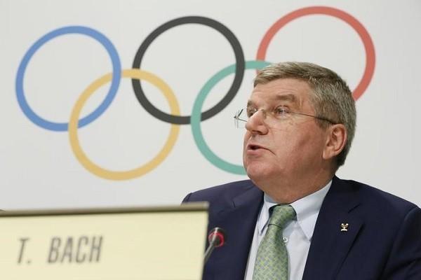 Khan gia nuoc ngoai bi cam du Olympic Tokyo: Chu tich IOC noi gi?