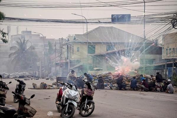 My trung phat 2 doanh nghiep cua Myanmar