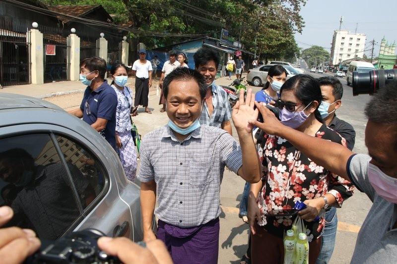 Quan doi Myanmar co dong thai bat ngo, bieu tinh se