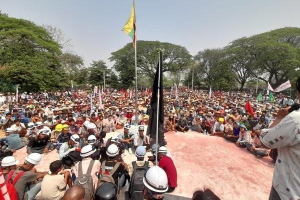 Bieu tinh o Myanmar: Khoi lua mu mit, them nhieu nguoi thiet mang-Hinh-7