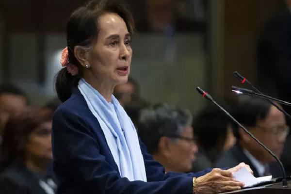 Ba Aung San Suu Kyi bi cao buoc them toi danh