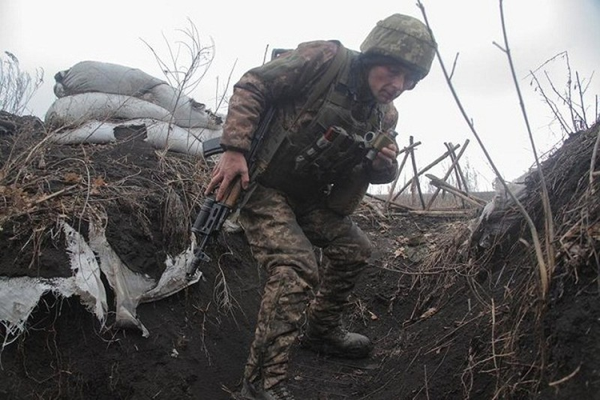 "Chien truong o Donbass van ""nong"": Them binh si Ukraine thiet mang"