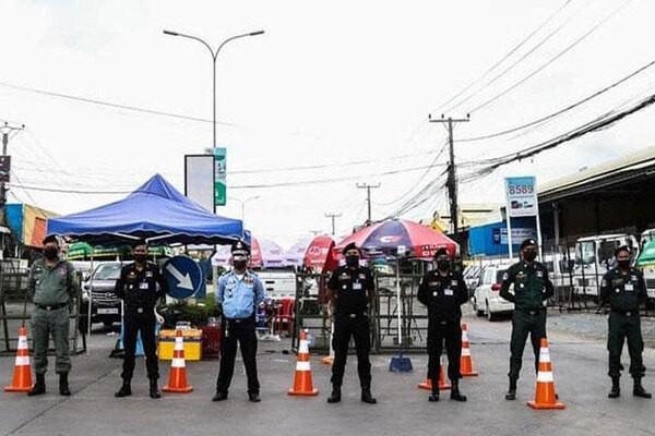 Dich Covid-19: Campuchia duy tri phong toa nhieu noi-Hinh-3