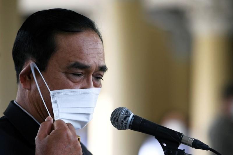 Thu tuong Thai Lan bi phat 190 USD vi khong deo khau trang