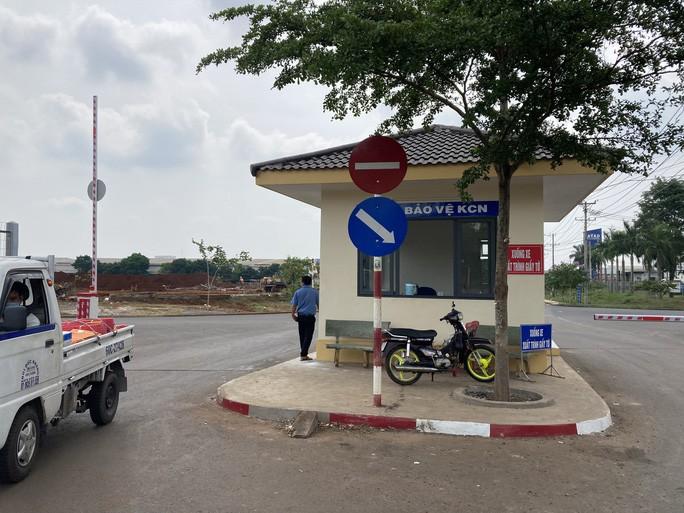 Video: Hai nhom thanh nien hon chien truoc cong KCN Long Khanh-Hinh-2