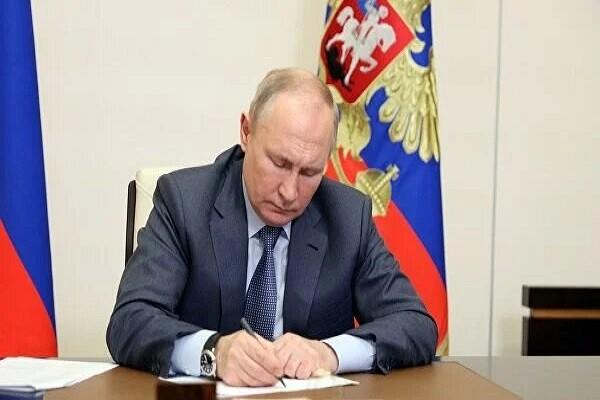 Tong thong V. Putin: Ukraine dang bi bien thanh doi cuc cua Nga