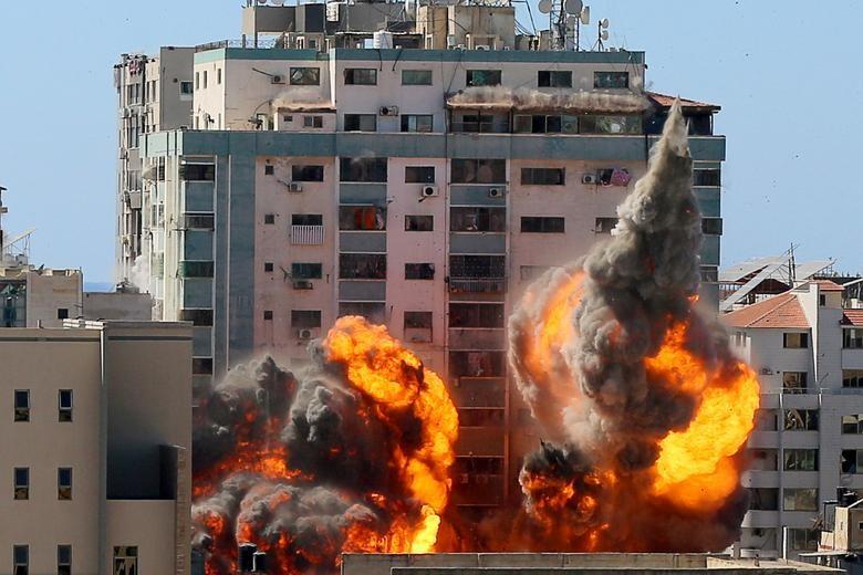 Can canh toa nha dat van phong AP o Gaza bi Israel san phang-Hinh-2