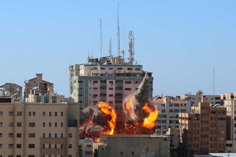 Can canh toa nha dat van phong AP o Gaza bi Israel san phang-Hinh-4