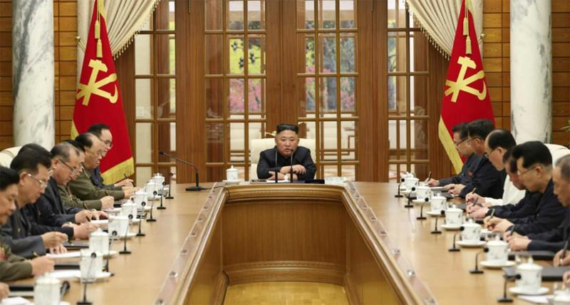 Vang bong nhieu ngay, ong Kim Jong Un tai xuat trieu tap hop khan