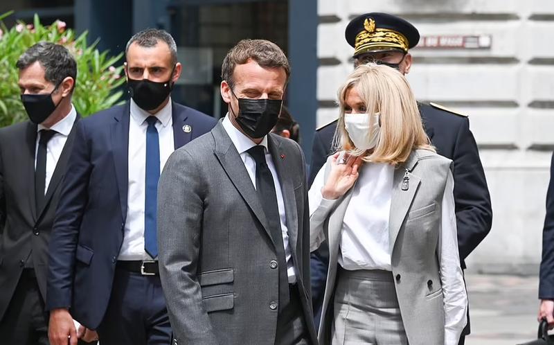 Toan canh vu Tong thong Phap Emmanuel Macron bi tan cong giua ban ngay-Hinh-7