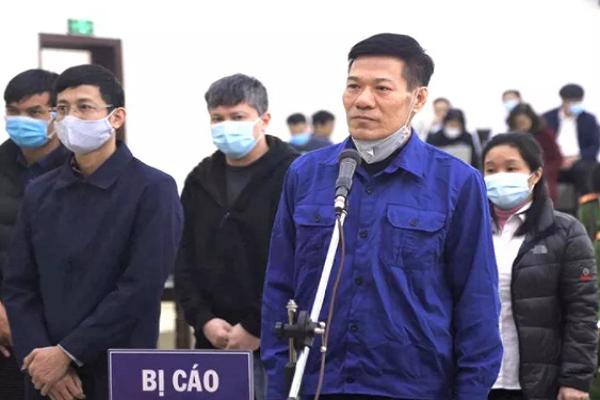Nguyen giam doc CDC nang khong gia may xet nghiem Covid-19 xin giam an