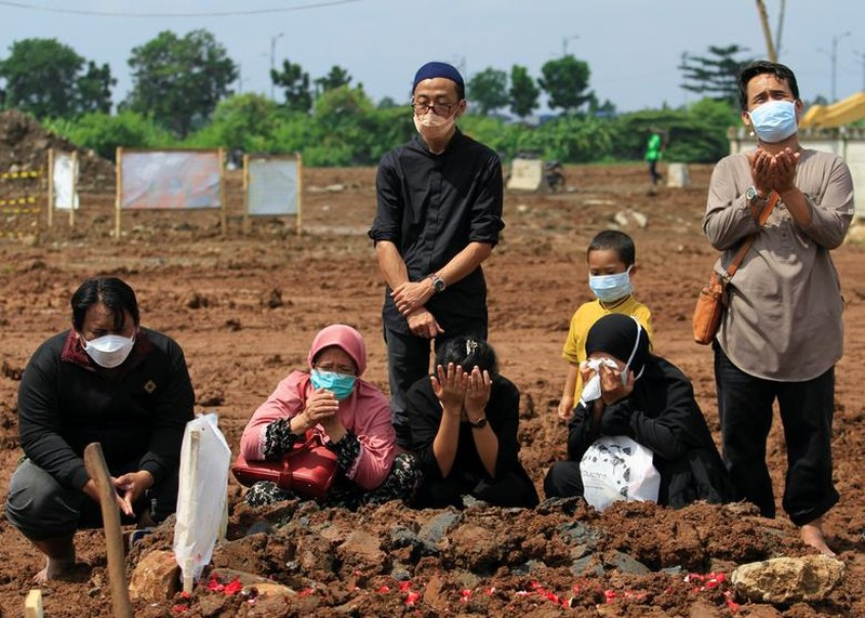 "Ca mac vuot moc 2 trieu, Indonesia quay cuong trong ""bao"" COVID-19-Hinh-9"