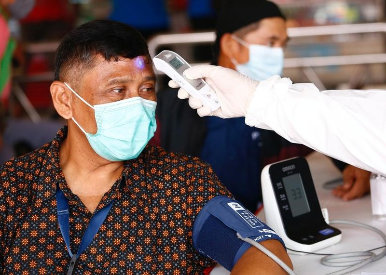 "Ca mac vuot moc 2 trieu, Indonesia quay cuong trong ""bao"" COVID-19"