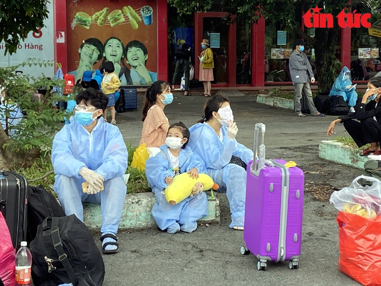 "Doan tau ""dac biet"" dua 700 nguoi dan Ha Tinh tu TP Ho Chi Minh ve que-Hinh-3"