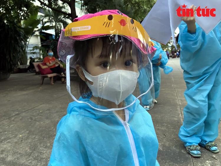 "Doan tau ""dac biet"" dua 700 nguoi dan Ha Tinh tu TP Ho Chi Minh ve que-Hinh-9"