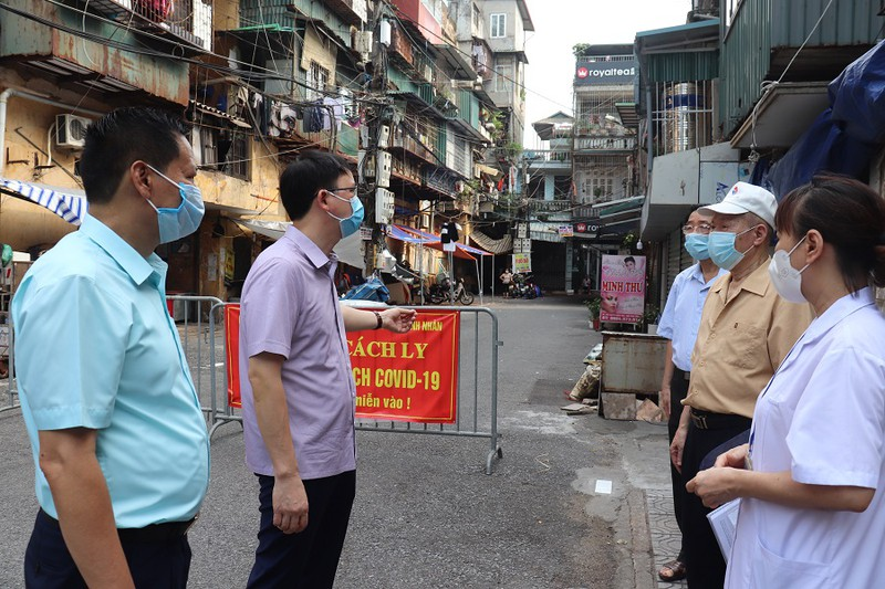 Quan Hai Ba Trung: Gan 1.400 nguoi dan phuong Thanh Nhan vui mung duoc go bo phong toa tam thoi-Hinh-3